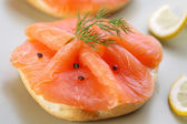 Smoked salmon on bagel with fresh black pepper. — Stock Photo