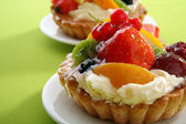 Cake with fresh fruits — ストック写真