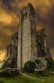 Corfe Castle ruins in evening with dark stormy sunset sky — Stock Photo