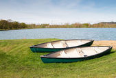 Two canoes near to a lake — Stock Photo