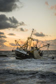Beached fishing boat at a Dutch beach — Stock Photo