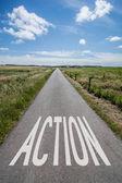 Cloudscape nad zemi silnici s textem akce — Stock fotografie