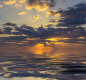 Beautiful cloudy sunset at sea — Foto Stock
