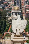 An eagle statue in the Bahai garden in Haifa, Israel — Stock Photo
