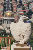An eagle statue in the Bahai garden in Haifa, Israel — Stockfoto
