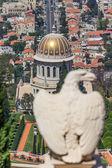 An eagle statue in the Bahai garden in Haifa, Israel — Foto de Stock