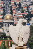 An eagle statue in the Bahai garden in Haifa, Israel — Stockfoto