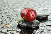 Cherry and stones — Stockfoto