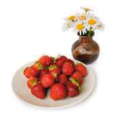 Strawberry and camomile — Stock Photo