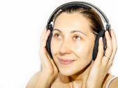 Fille dans les écouteurs — Photo