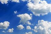Błękitne niebo i wiele małych chmury — Zdjęcie stockowe