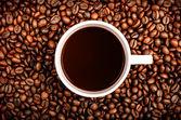 Kaffeetasse und körner — Stockfoto