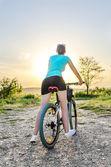 Mountain bike woman — Stock Photo
