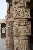 Colonnade in Quitab Minar Temple, Delhi, India — Stock Photo