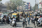 Traffic of people, cars and motorbikes in the street of New Delhi, India. one morning during my travel in india. a lot of people moving walking in the street everywhere. — Stock Photo