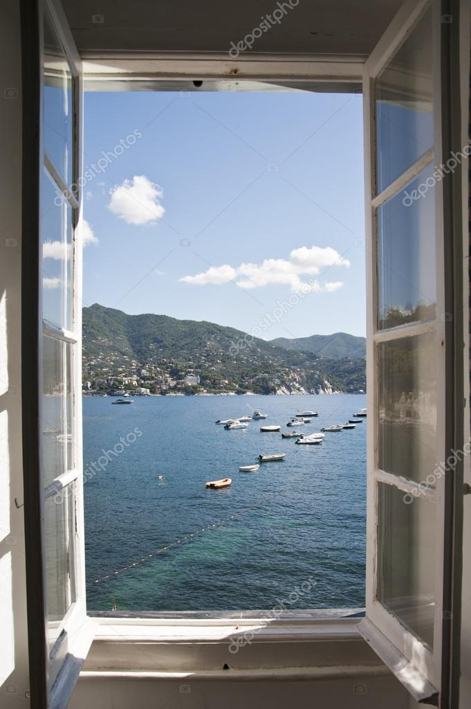 Une vue magnifique de la fen tre ouverte sur la mer for Ouvrir fenetre javascript