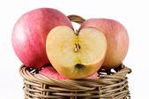 Apfel isoliert — Stockfoto