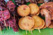 Gebratene fleisch essen — Stockfoto