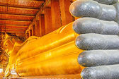 Reclining Buddha statue — Stock Photo