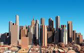 在日光下的现代城市景观。近距离视图. — 图库照片