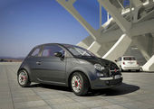 Fiat 500 city car, outside of a modern industrial building environment — Stock Photo
