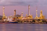 Twilight oil refinery with shipping — Stock Photo