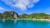 Aponte para atracagem Ormisa ilha de portas — Fotografia Stock