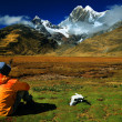 Sightseeing in Cordiliera Huayhuash — Stock Photo