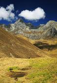 Альпийский пейзаж в cordiliera huayhuash — Стоковое фото