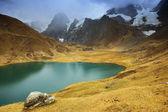 Jezero carhuacocha v cordiliera huayhuash — Stock fotografie