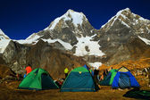 Camping in Cordiliera Huayhuash, Laguna Carhuacocha, Peru, South America — Stock Photo