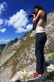 Girl taking nature photos — Stockfoto