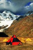 Camping in Cordiliera Huayhuash, Laguna Jahuacocha, Peru, South America — Stock Photo