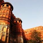 阿格拉红堡、 教科文组织世界文化遗产,和其中一个最大的旅游亮点,只是 2 公里的泰姬陵。几个莫卧儿王朝皇帝从十五世纪到十六世纪所建。印度北方邦 — 图库照片 #25811495