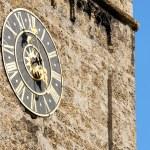velho relógio de igreja em zell sou see, Áustria — Foto Stock