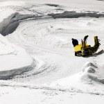 ratrac op een skihelling — Stockfoto