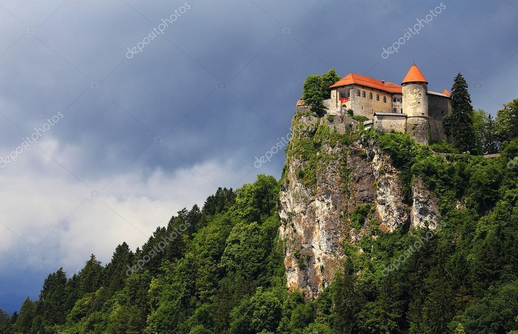 Castello medievale di bled slovenia europa foto stock for Piani di casa castello medievale