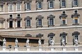Detalle arquitectónico de la plaza de san pedro roma — Foto de Stock