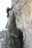 Alpinist climbing — Stock Photo
