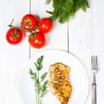 pechugas de pollo a la brasa con verduras frescas — Foto de Stock