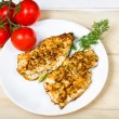Grilled chicken breasts fillet with fresh vegetables — Stock Photo