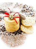 Christmas cookies with red ribbon and knitted mitten — Stock Photo
