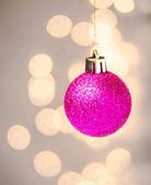 Christmas kırmızı top asılı — Stok fotoğraf