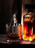 Glas scotch whisky en een fles — Stockfoto