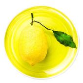 Fresh lemon on yellow plate — Photo