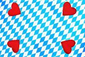 Corazón bávaro blanco azul sobre fondo a cuadros — Foto de Stock