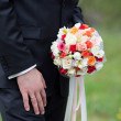 The groom with a wedding bouquet — Stock Photo
