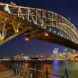 Sydney harbour bridge door nacht — Stockfoto