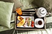 An English breakfast - soft boiled egg, fried bacon, toasts and coffee — Stock Photo