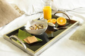 Healthy brkfast served to bed — Stock Photo